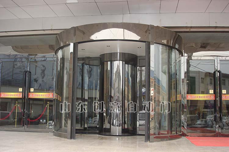 两翼环柱旋转门
